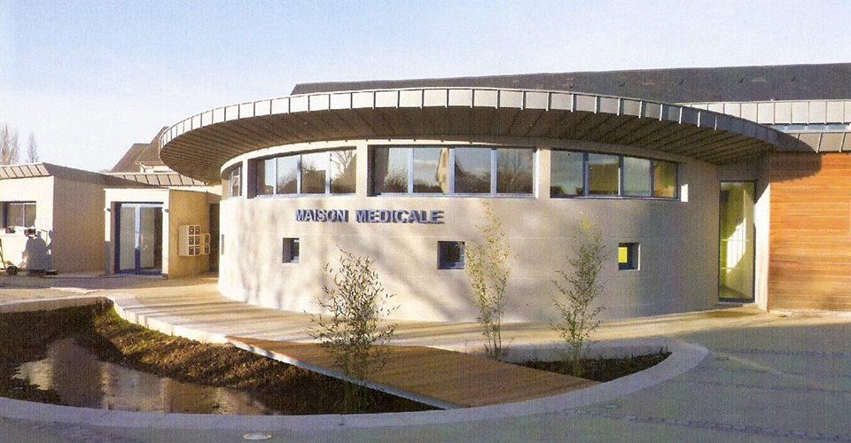 La Maison Médicale  11 route de Sallenelles 14860 AMFREVILLE    C'est en 1995 que le conseil municipal, soucieux de 1